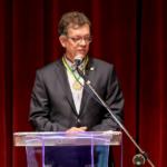 Laércio recebe comenda Júlio Prado Vasconcelos