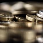 Queda na renda das famílias afeta setor de serviços