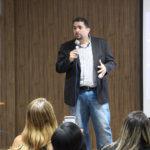 Fábio Azevedo ministra palestra sobre liderança para empresários da Fecomércio